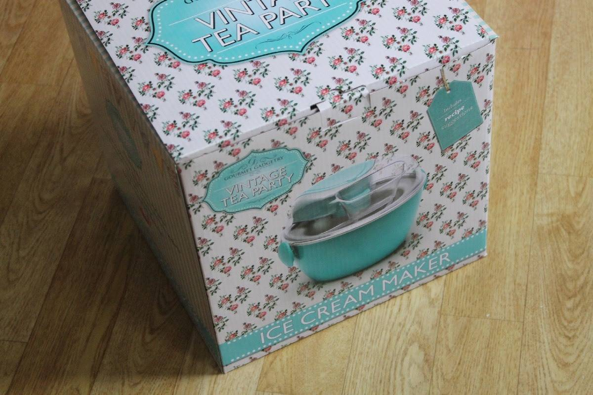 Review: Prezzy Box Vintage Tea Party Ice Cream Maker and Easter Ice Cream Recipe