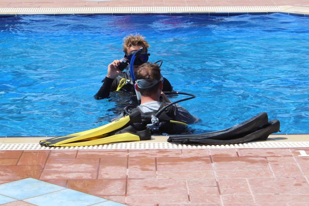 Learning to Dive with In Depth at Mark Warner Lemnos