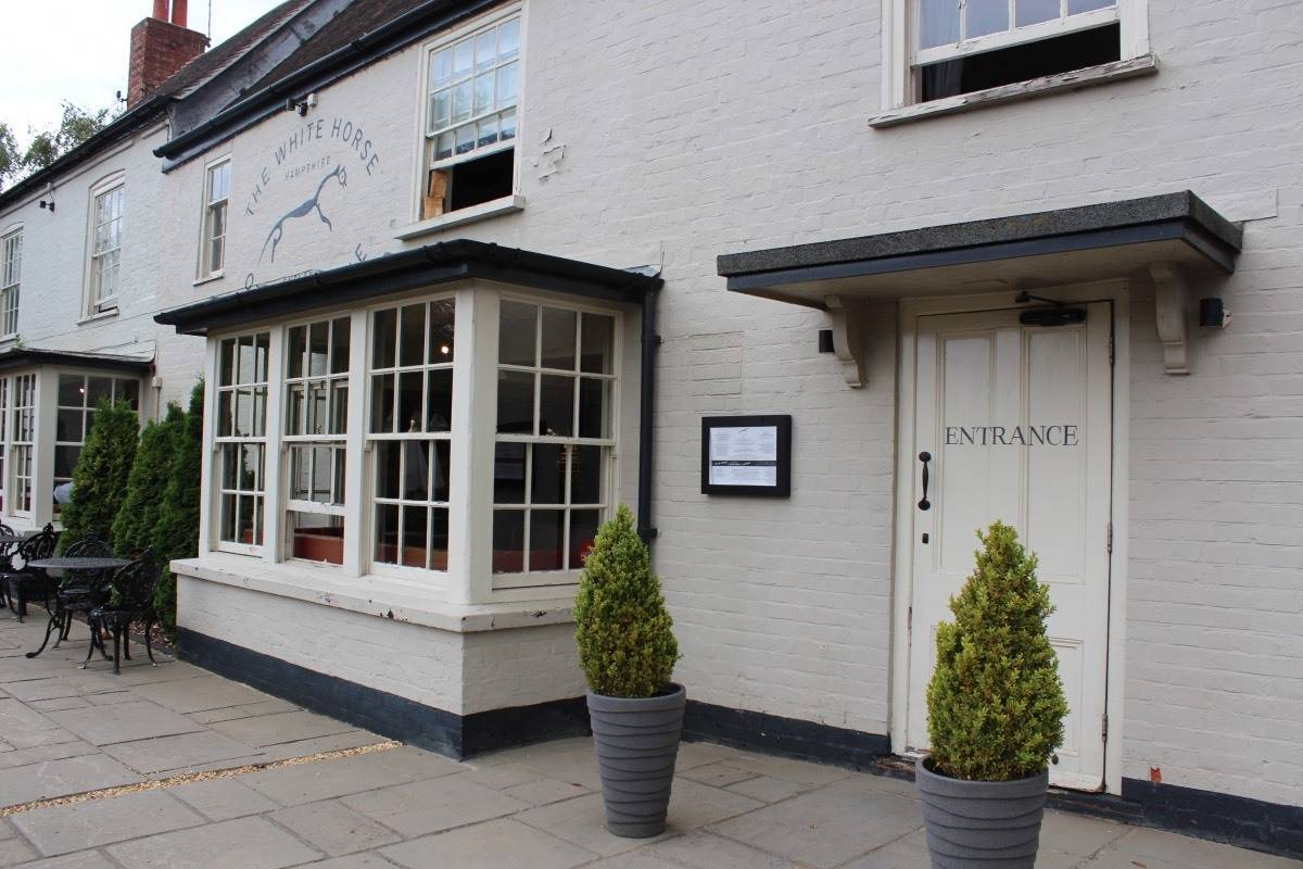 Review: The White Horse - Otterbourne, Hampshire