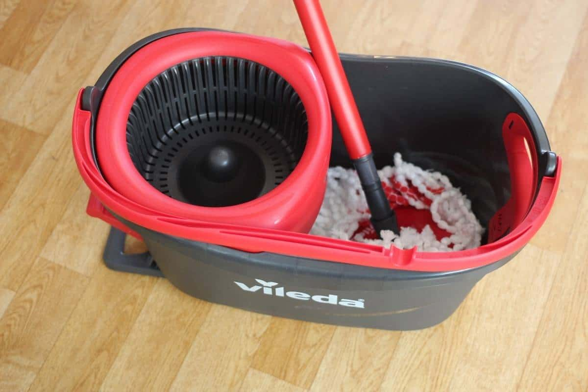 Review Vileda Easy Wring Clean Turbo Mop Set What The Redhead Said