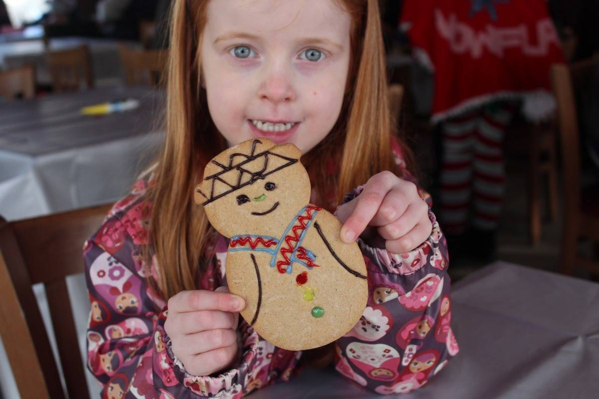 A Winter's Tale at Chessington World of Adventures - Decorating gingerbread