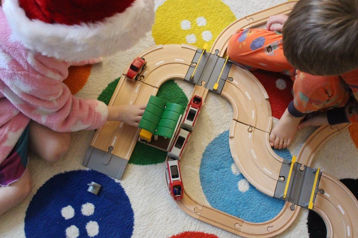 Review: Brio Road and Rail Travel Set