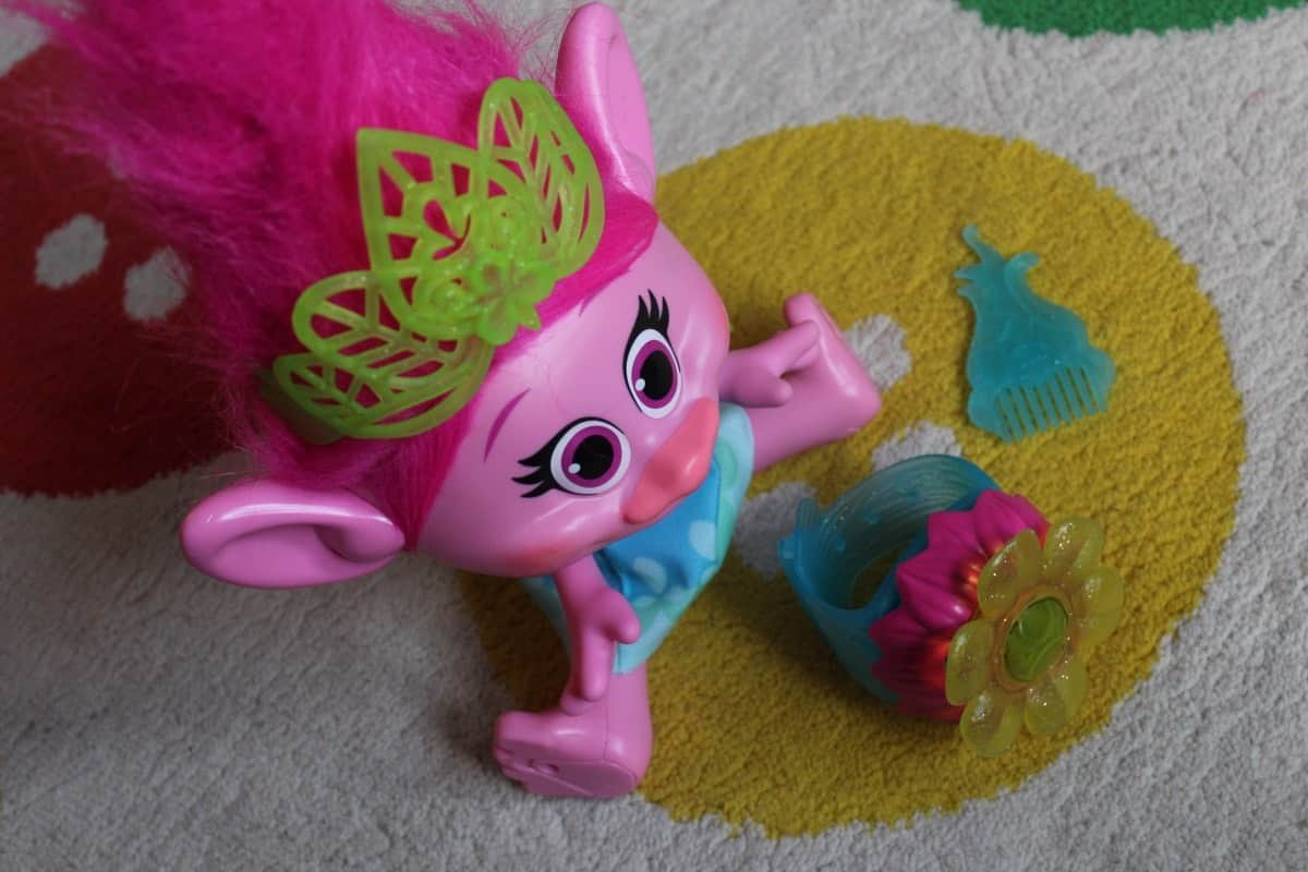 Review: Dreamworks Trolls Hug Time Poppy Troll Doll