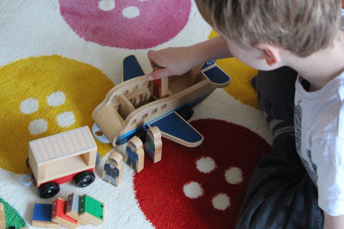 Melissa and Doug Plane and Luggage Carrier Set Review