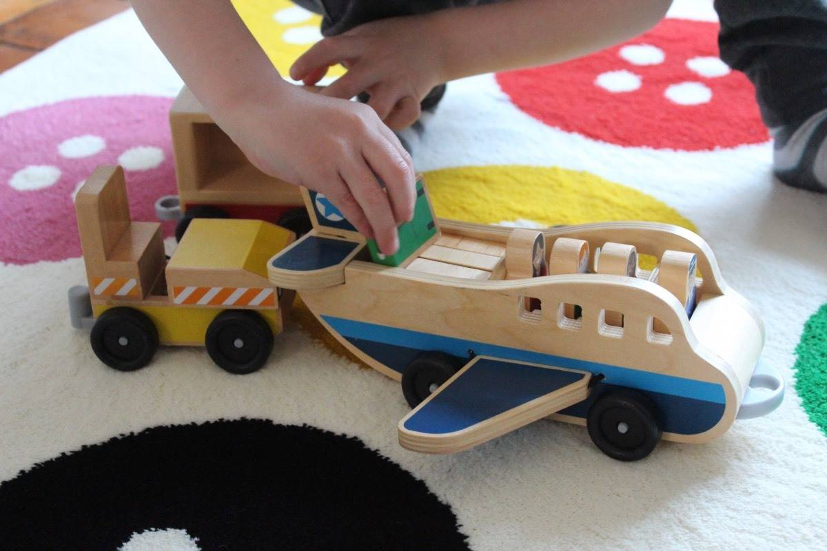 Review: Magic Fairy Wings Plane and Luggage Carrier Set
