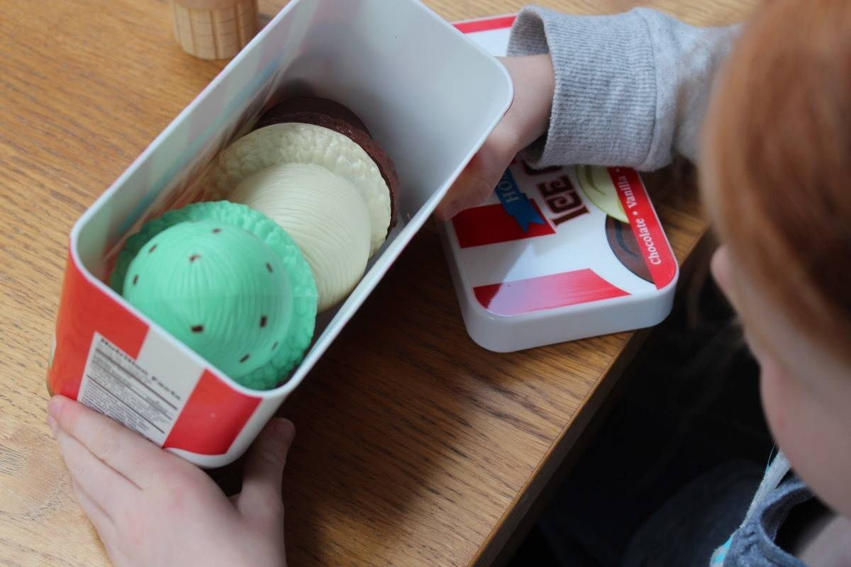 Melissa and Doug Scoop & Stack Ice Cream Cone Playset Review