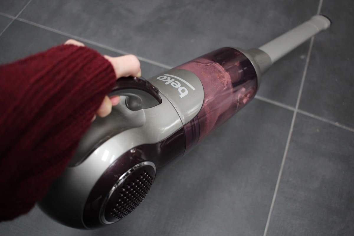 Using the Beko Cordless Handheld and Upright Vacuum Cleaner Deluxe VRT6221P