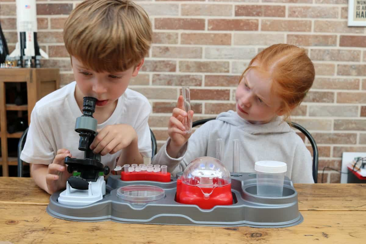 Clementoni Science in the Laboratory kit
