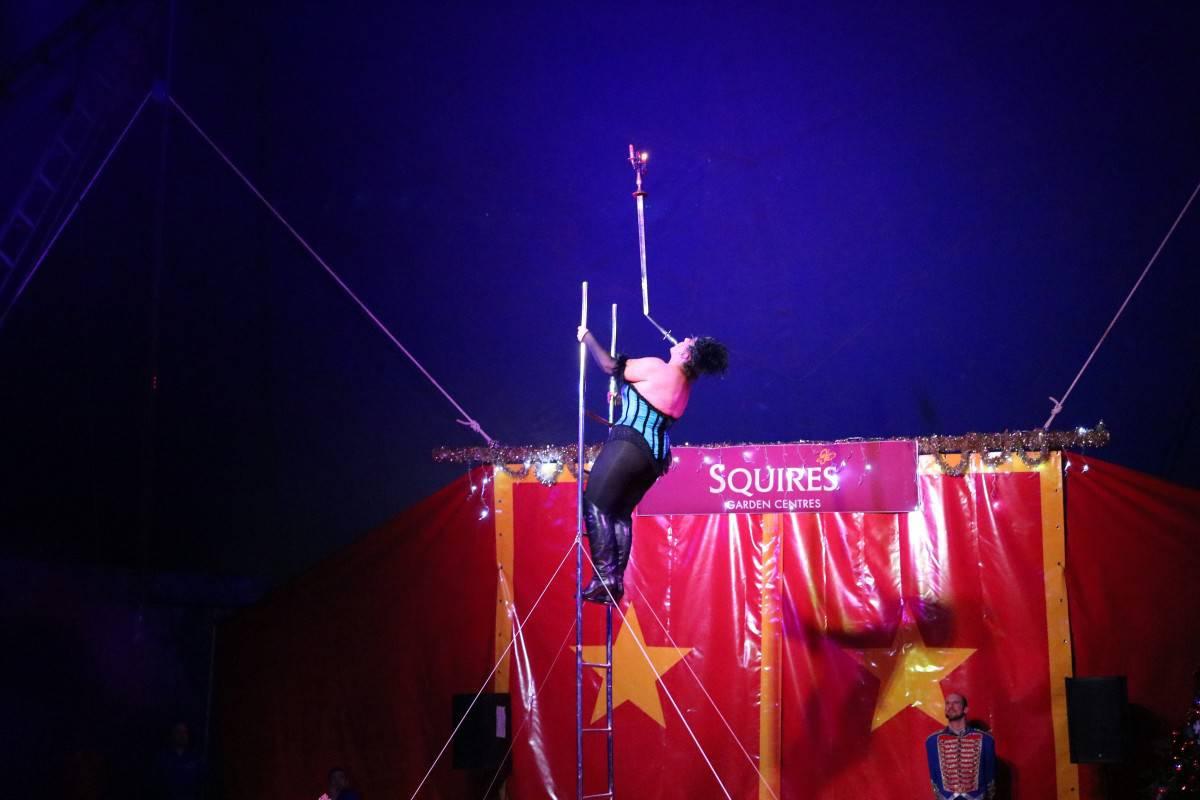 Squire's Christmas Circus: The Greatest Snowman, Badshot Lea