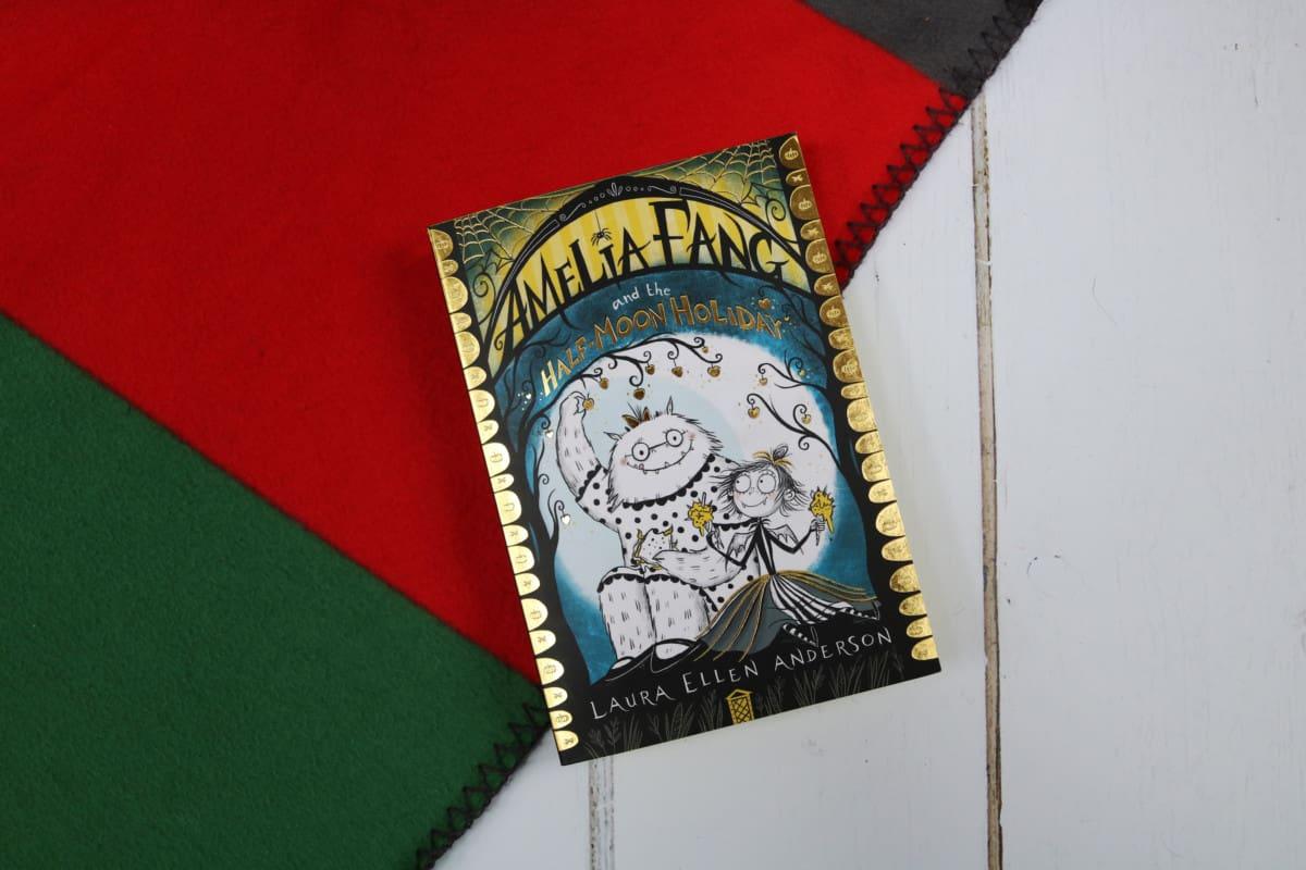 Amelia Fang and the Half-Moon Holiday - Laura Ellen Anderson