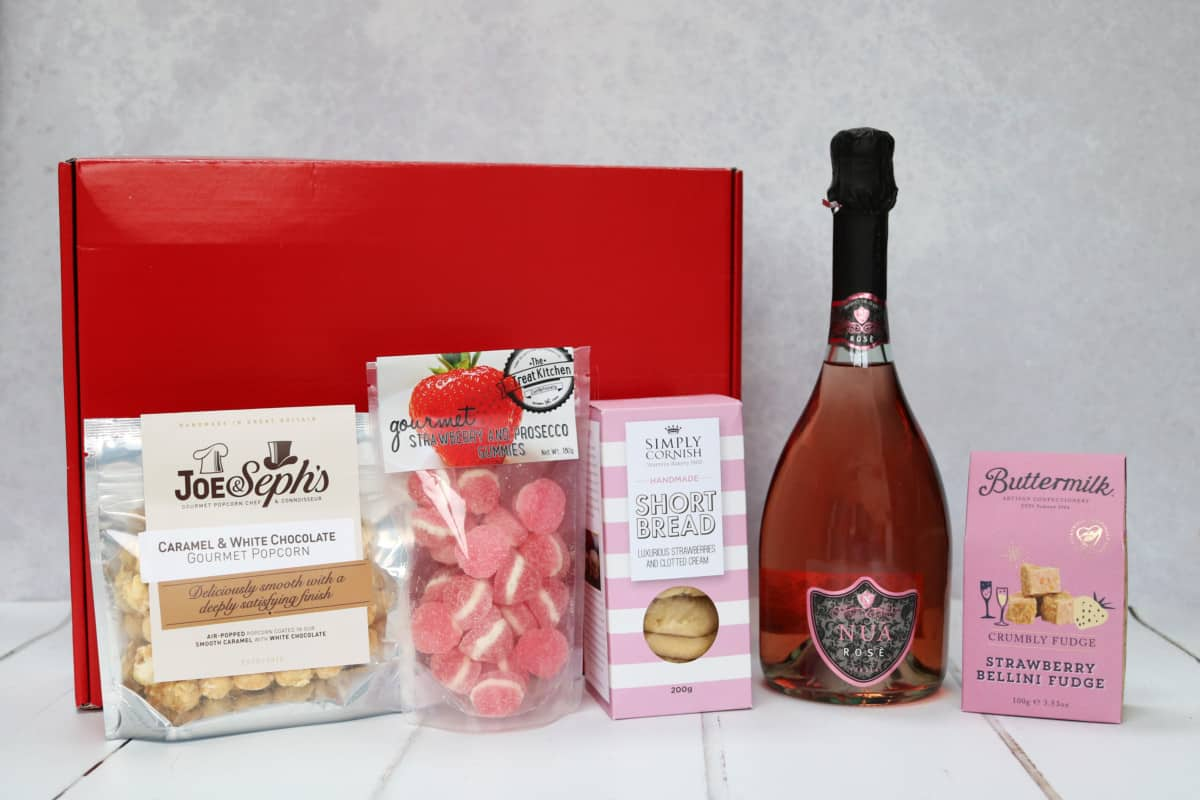 Mothers Day Gift Guide - Spicers of Hythe Pink Prosecco Hamper.