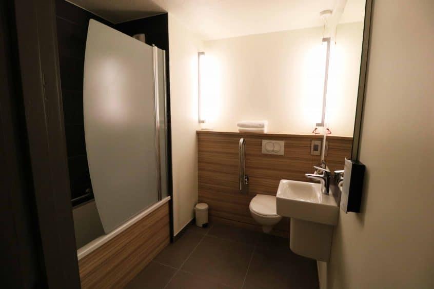 Campanile Birmingham bathroom