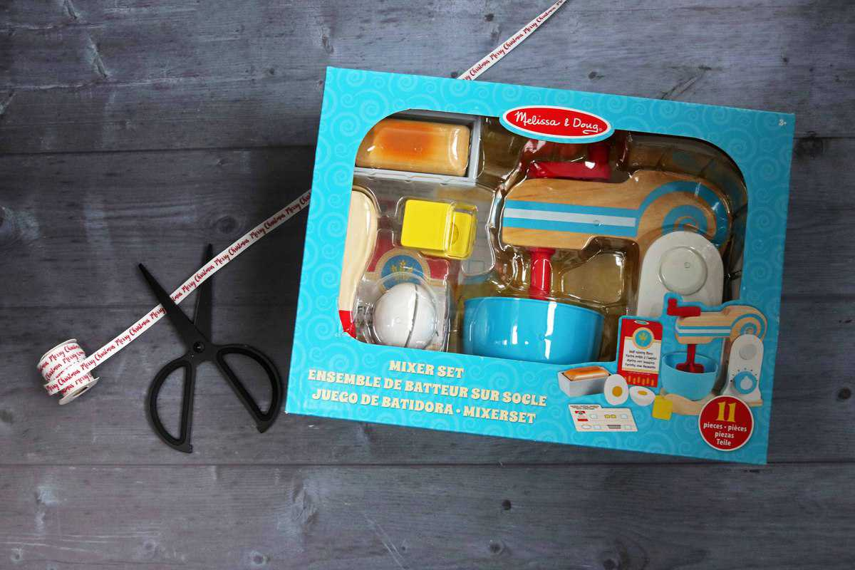 Bright Minds Melissa and Doug Wooden Make-a-Cake Mixer Set