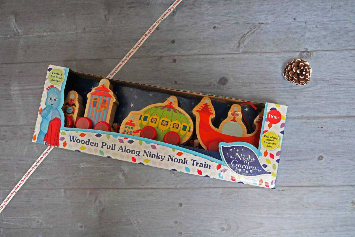 Wooden Pull Along Ninky Nonk Train
