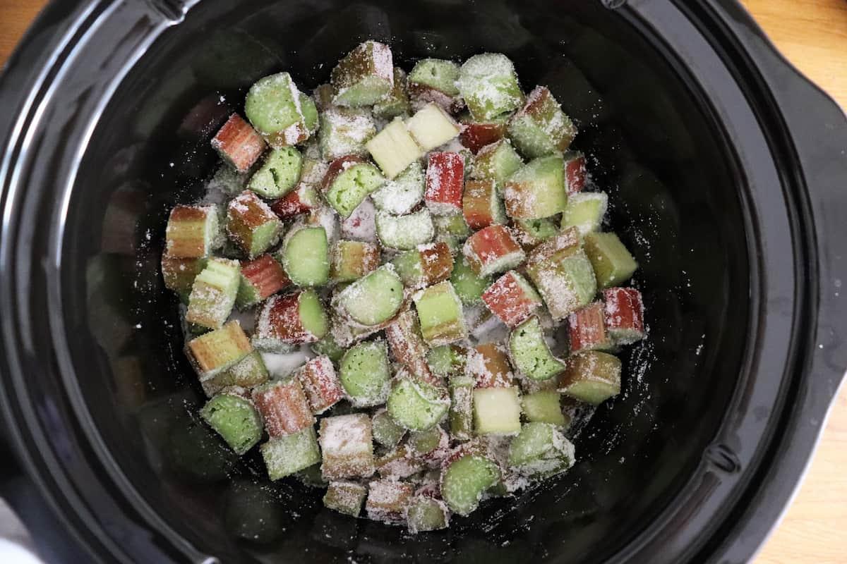 Slow Cooker Rhubarb Crumble